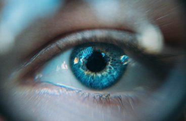 En øjenlæge hjælper dig til skarpt syn